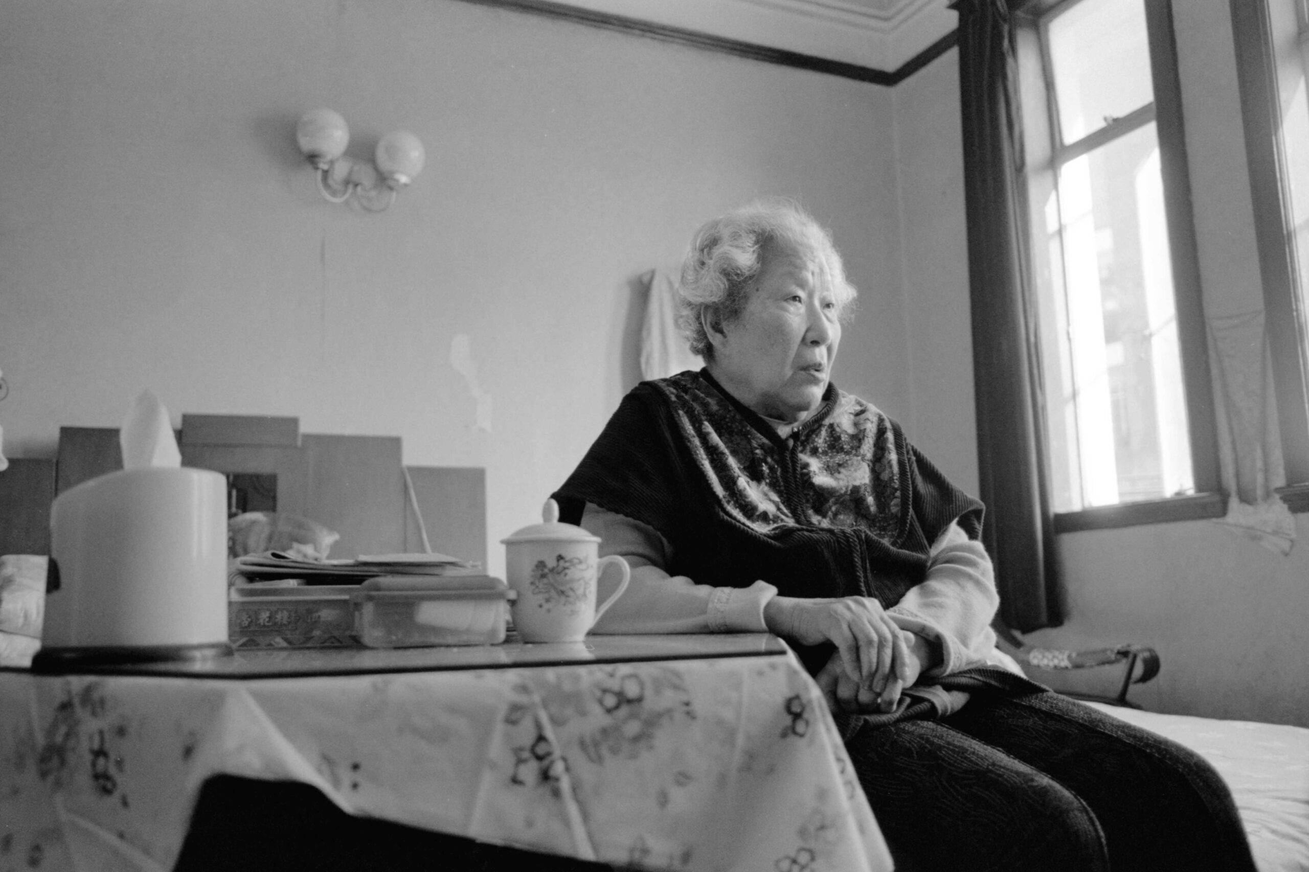01 park woo-deok in her apartment in shanghai 2004-001