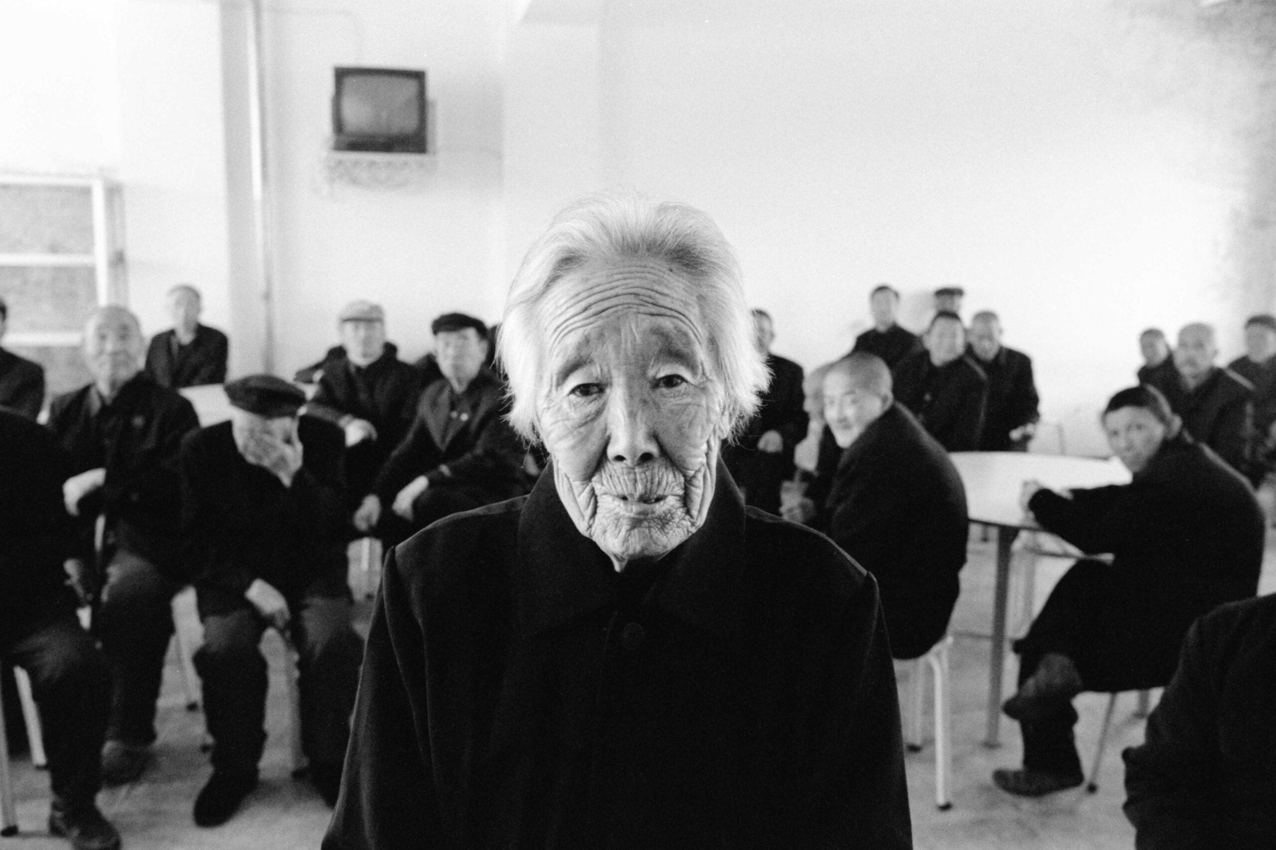 09 lee su-dan in a nursing home in dongnin 2005-009