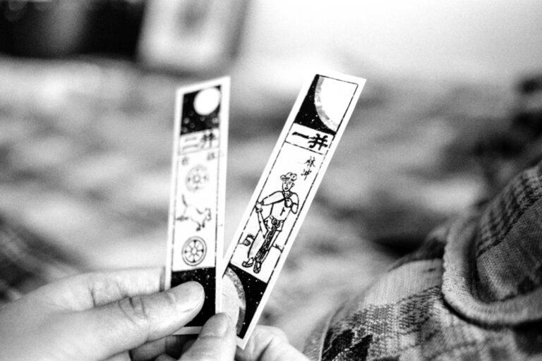 11 lee su-dan playing fortuneteller 2005-011