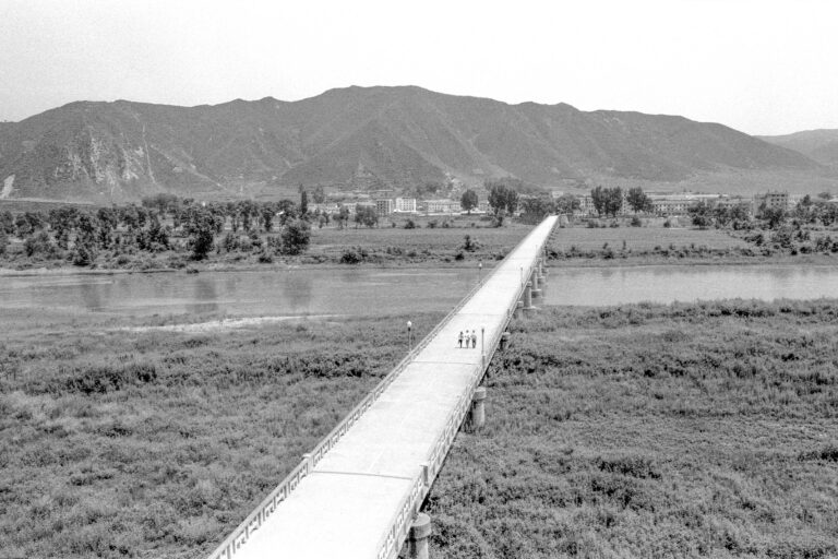 13 a bridge over the boundary between china and north korea near the nursing home where lee su-dan lived 2004-013