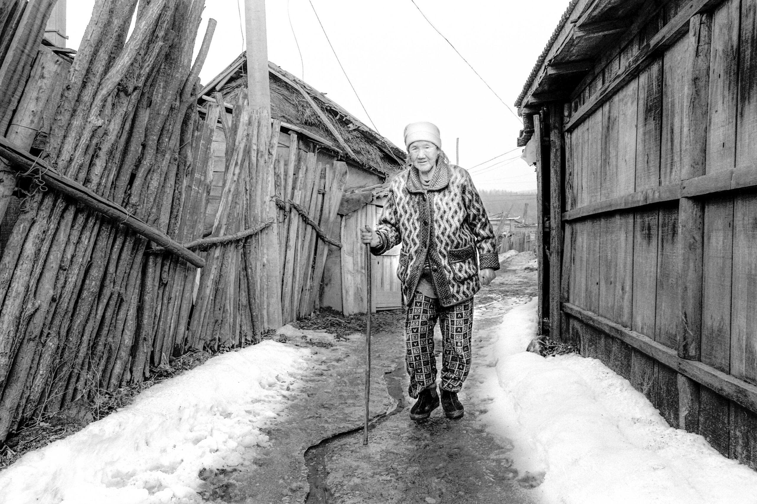 14 park seo-un walking in the village in hunchun 2005-014